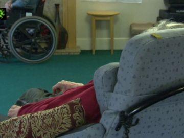 Imagen de una persona en una residencia de mayores
