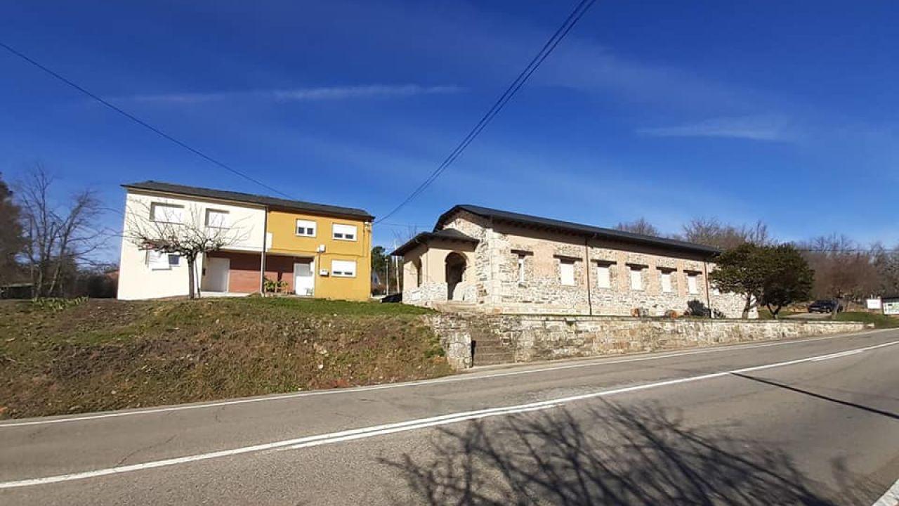 Imagen de la casa ofertada en el pueblo de Ocero, León.