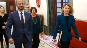 La presidenta del Congreso, Meritxell Batet, acompañada del vicepresidente primero de la Mesa de la Cámara Baja, Alfonso Rodríguez de Celis
