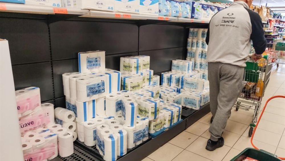 Compras masivas por coronavirus provocan desabasto de papel higiénico en varios países