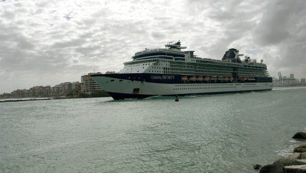 El crucero Celebrity Infinity zarpa desde el puerto de Miami, Florida (EE.UU.).