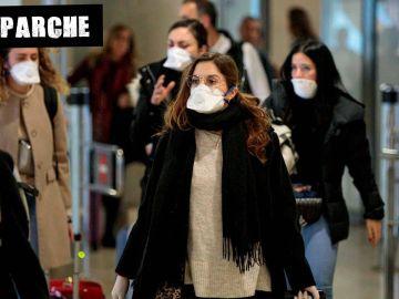 Viajeras procedentes de Italia en el aeropuerto de Manises, Valencia