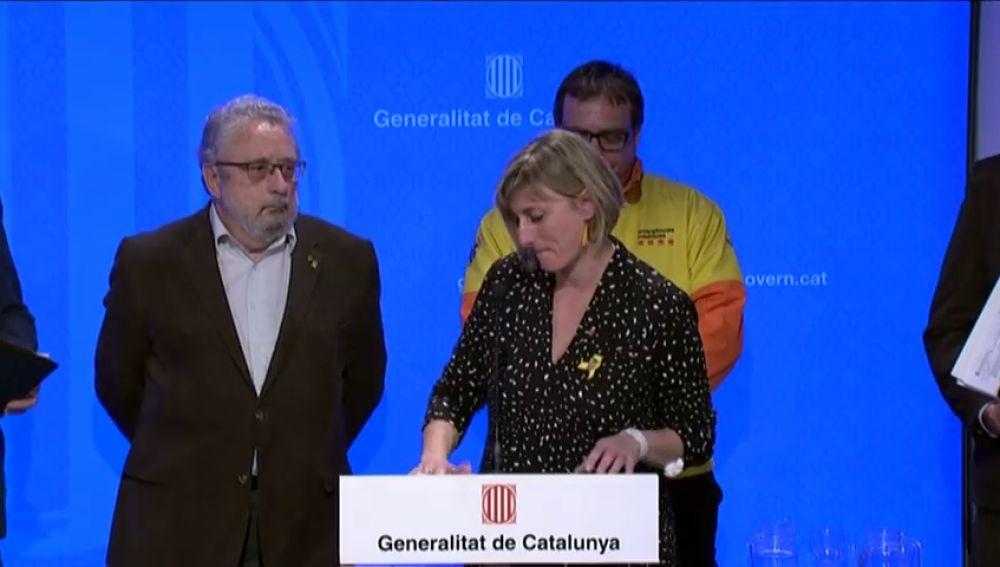 """La consejera de Salud de Cataluña rompe a llorar al anunciar el aislamiento de sus hijos: """"Un abrazo muy grande"""""""