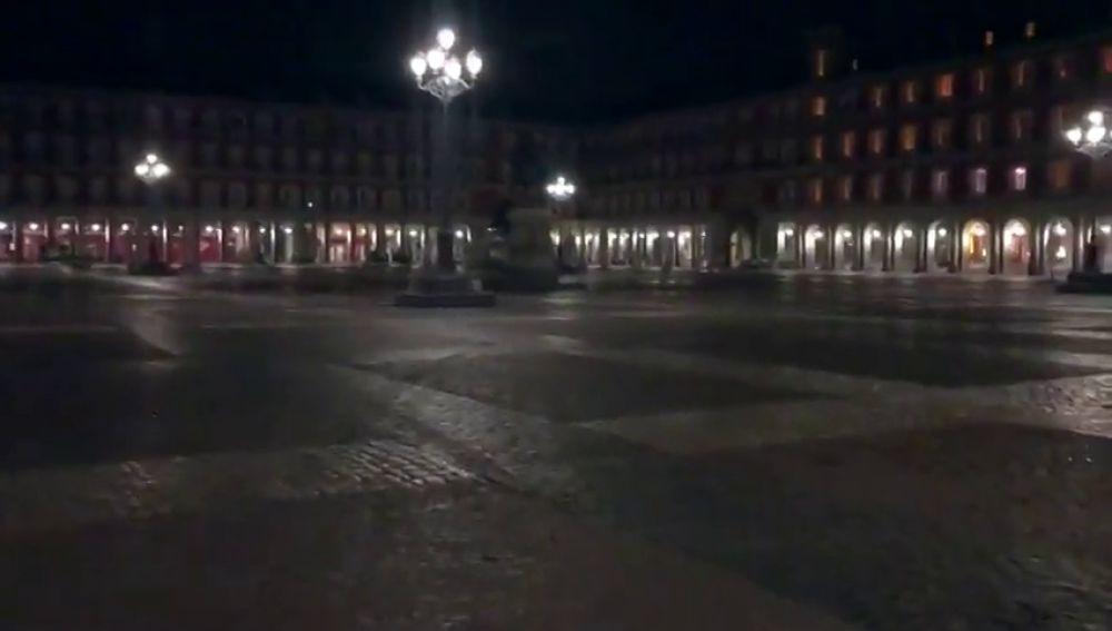 Madrid, desierta y sumida en el silencio: las impactantes imágenes de una ciudad aislada por el coronavirus