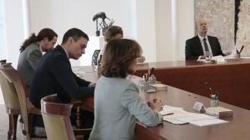 Pedro Sánchez, durante el Consejo de Ministros Extraordinario de este sábado en el Palacio de la Moncloa