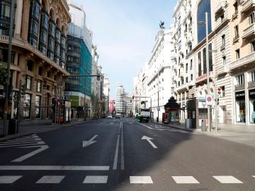 La Gran Vía en Madrid, prácticamente desierta