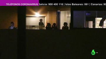 Imagen de personas aplaudiendo desde sus balcones