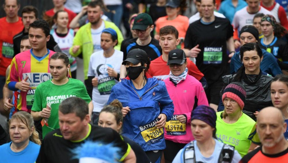 Corredores en la media maratón de Bath
