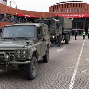 Vista del despliegue militar en la estación de Atocha
