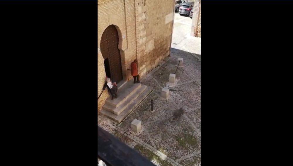 Vecinas de un pueblo de Toledo se saltan el confinamiento para ir a misa