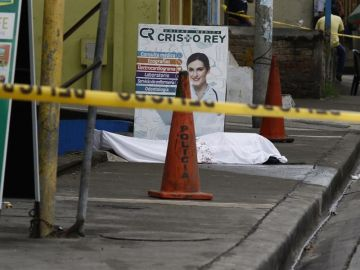 Fotografía cedida por el Diario Expreso que muestra un cadáver abandonado