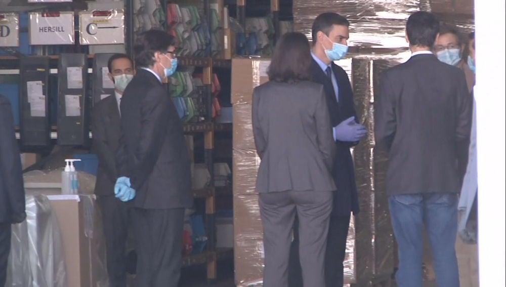 Sánchez visita la empresa de Móstoles que fabrica respiradores contra el coronavirus