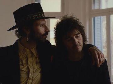 Leiva y Rubén Pozo, juntos en el videoclip de 'Mi pequeño chernóbil'