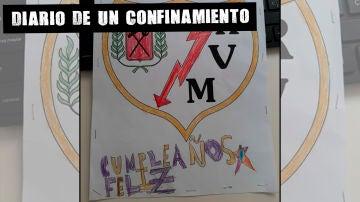 Cumpleaños feliz en el escudo del Rayo Vallecano