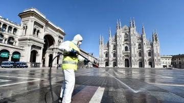 Italia desinfecta sus calles por el coronavirus