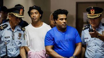 El exfutbolista Ronaldinho Gáucho y su hermano Roberto