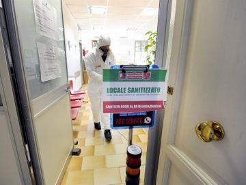 Labores de desinfección por el coronavirus en Milán