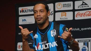 Ronaldinho, con el Querétaro