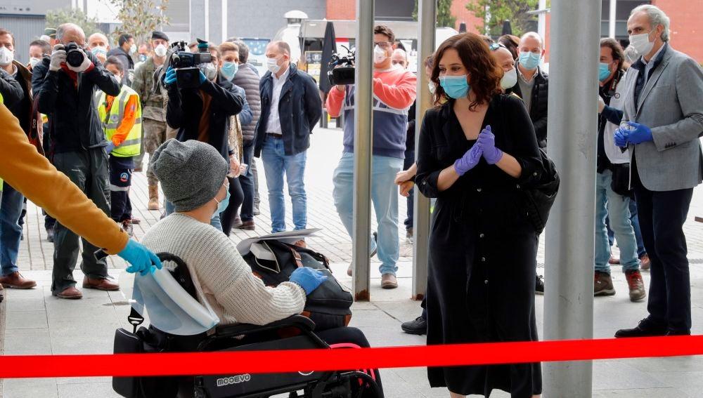 Isabel Díaz Ayuso visita el hospital temporal de Ifema