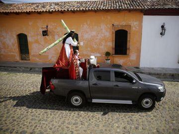 La imagen de Jesús Nazareno recorrió este Viernes Santo las calles en coche