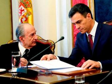 Landelino Lavilla en una imagen de archivo con Pedro Sánchez