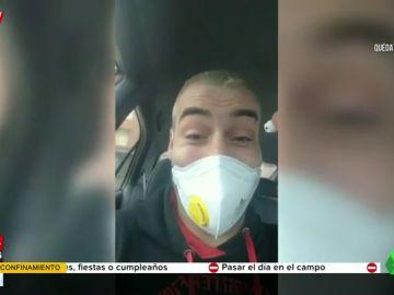 Un joven alardea en un vídeo de burlar a la Policía escondiendo droga en su mascarilla