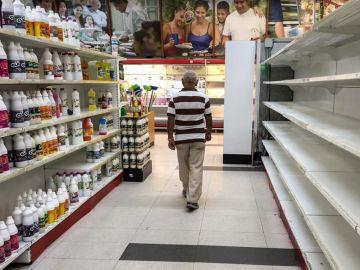 Productos de limpieza en un supermercado.