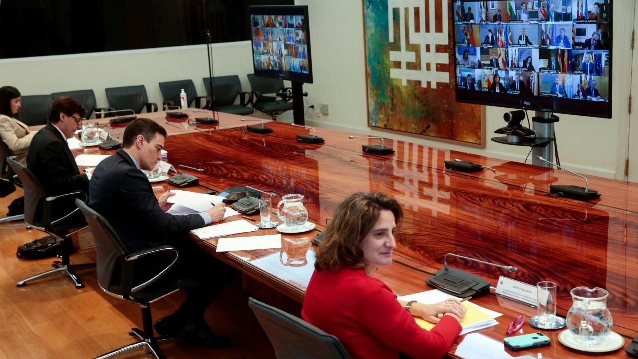 El presidente del Gobierno, Pedro Sánchez, mantiene una videoconferencia con los presidentes autonómicos