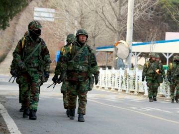 Militares de Corea del Sur patrullando