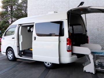 Toyota entrega a un hospital un vehículo de transporte específico para enfermos graves por COVID-19