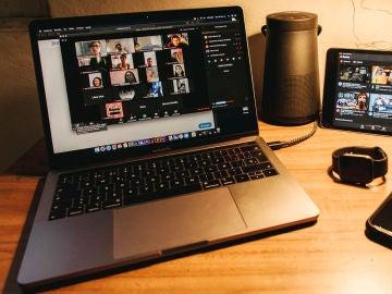 Zoom para ordenador y dispositivos móviles.