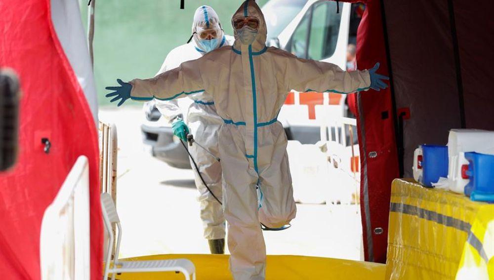 Bomberos de la Comunidad de Madrid participan en labores de desinfección