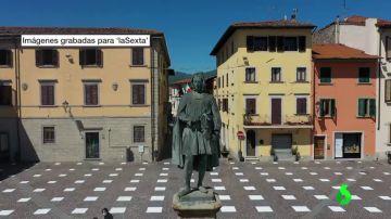 Un pueblo italiano convierte su plaza en un tablero de ajedrez para concienciar del distanciamiento social
