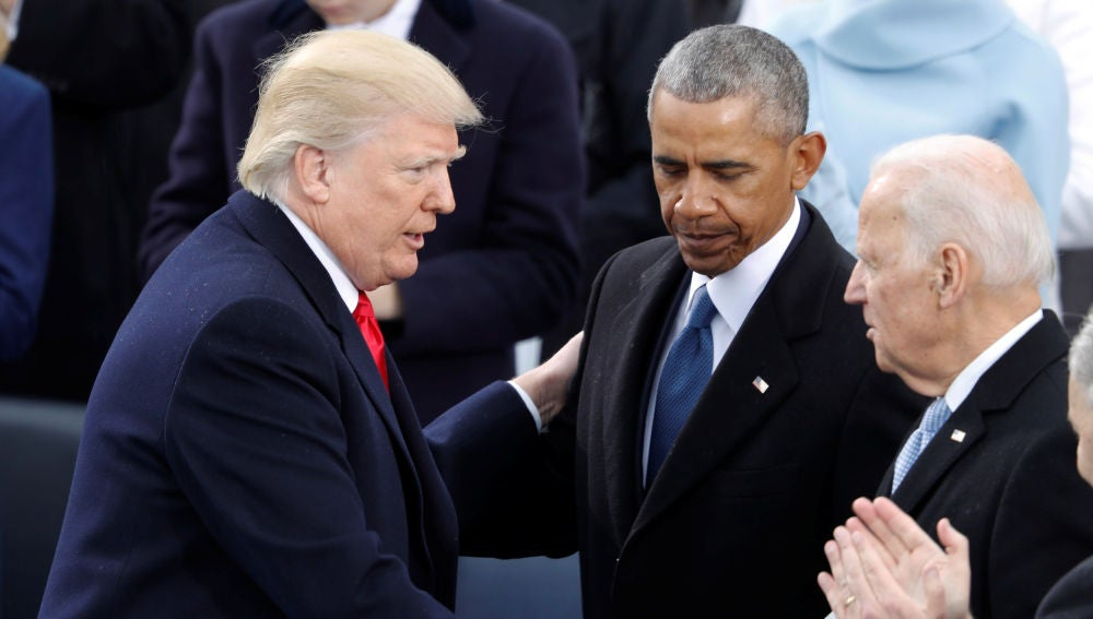 Trump saluda a Obama y Biden