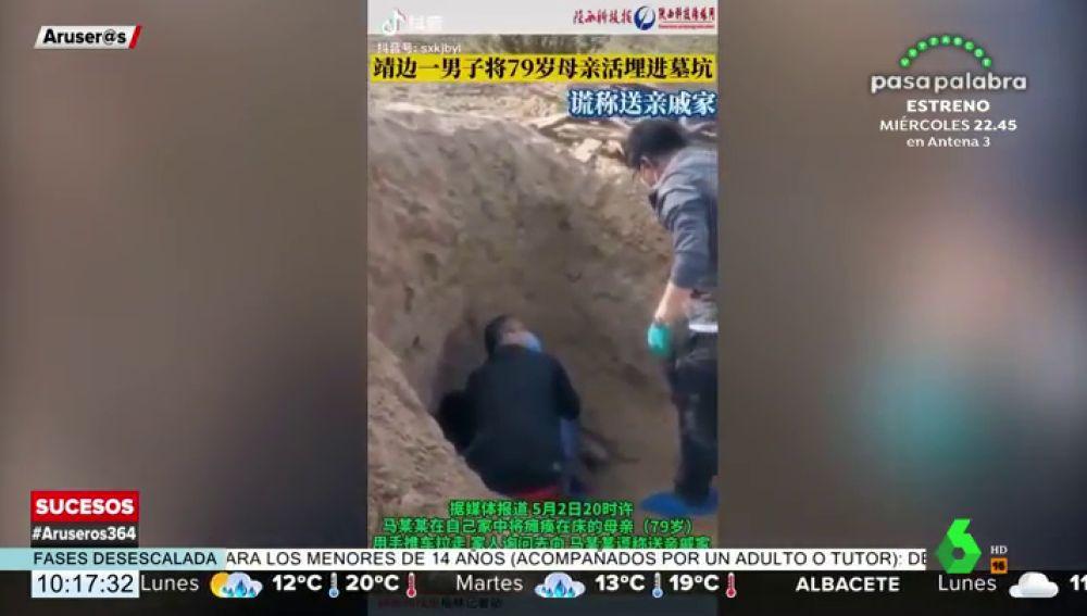 Un hombre entierra viva a su madre y la rescatan con vida tres días después