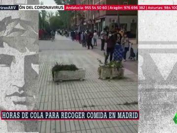 Horas de cola para recoger comida: las imágenes que reflejan la crítica situación a la que se enfrentan los vecinos de Aluche