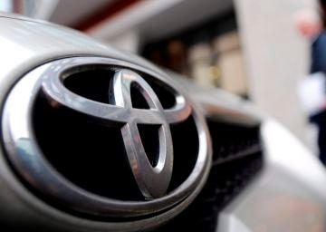 Toyota reabre sus concesionarios