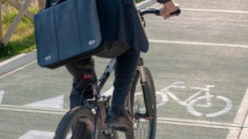 Bicicleta por una ciudad.