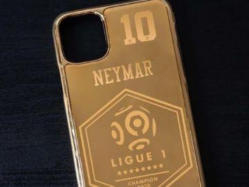 Móvil de oro para Neymar.