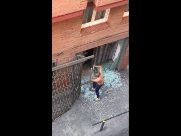 Momento del ataque al local okupado