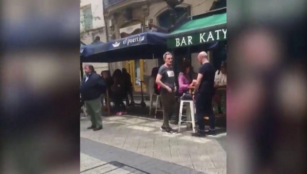 Varios bares de Bilbao cierran sus terrazas el primer día de la fase 1 ante la afluencia masiva de clientes
