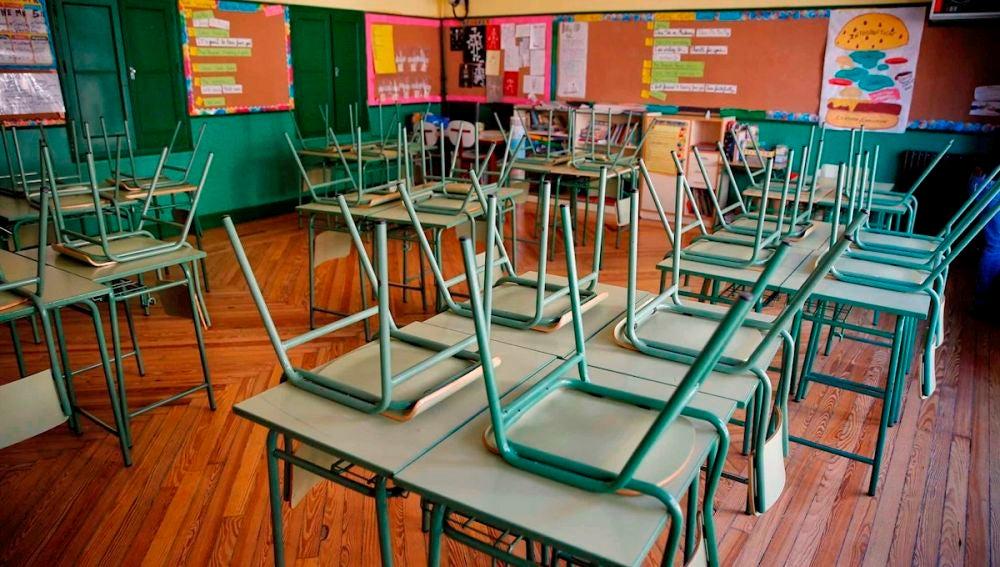 Aula desierta en el colegio público Rufino Blanco en Madrid.