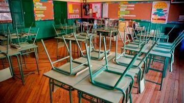 Imagen de un aula vacía en un colegio público de Madrid