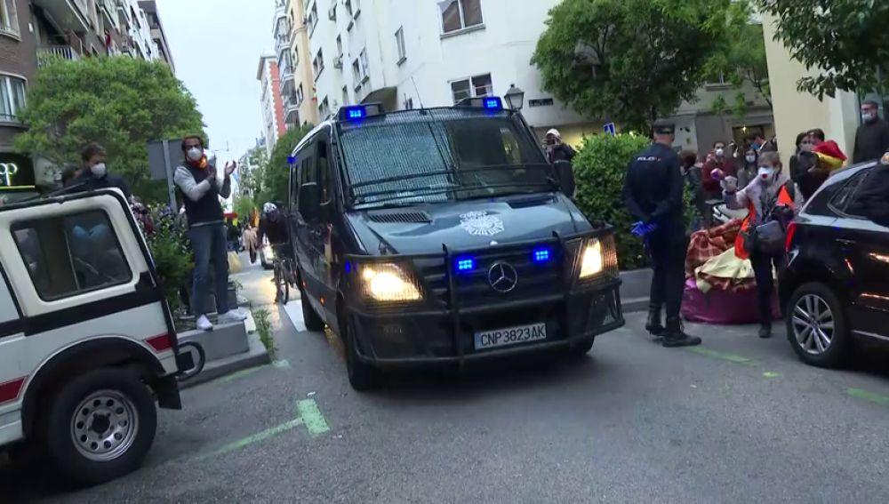 La presencia policial evita otra jornada de aglomeraciones en la manifestación del barrio de Salamanca, Madrid