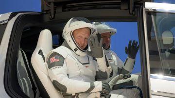 Los astronautas Douglas Hurley y Robert Behnken, durante un ensayo
