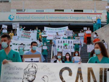 Miembros del personal del Hospital Gregorio Marañón exigen una sanidad de calidad