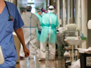Profesionales sanitarios en el hospital.