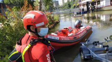 Dispositivo de búsqueda de los Bomberos en el río Pisuerga en Valladolid