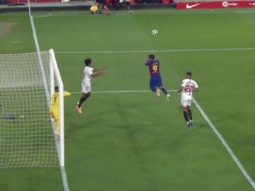 Lanzamiento de falta de Leo Messi.