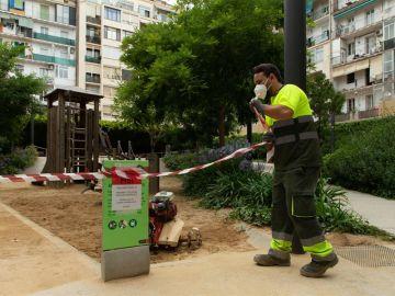 Barcelona reabre sus parques infantiles